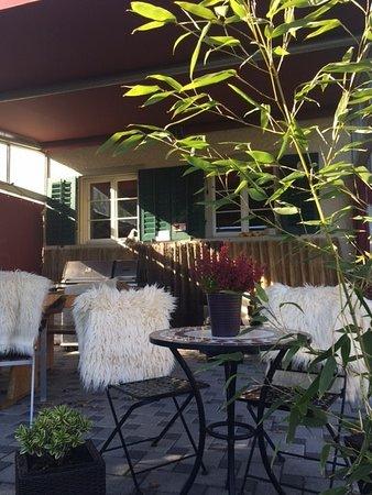 Besenbeiz Rotblattstübli: Gartenwirtschaft mit Aussicht