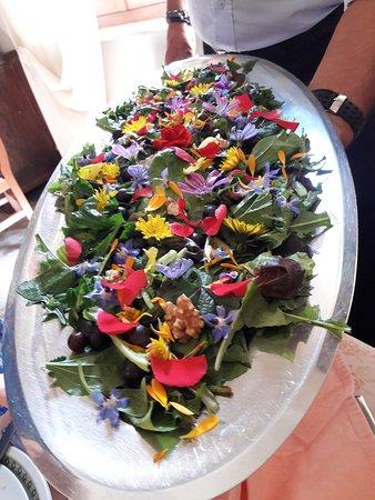 Badia Tedalda, Italie : Flower salad