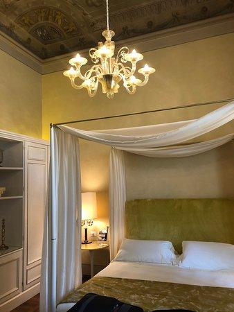Grand Hotel Minerva: Спальня в номере