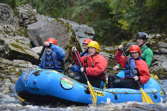 ‪פורס, UK: White Water Rafting on the River Findhorn Lower Gorge, Scotland's best year round rafting ‬