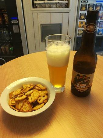 Nonant, Franciaország: Disfruta de una cerveza D-Day en el hotel, te gustará ;)