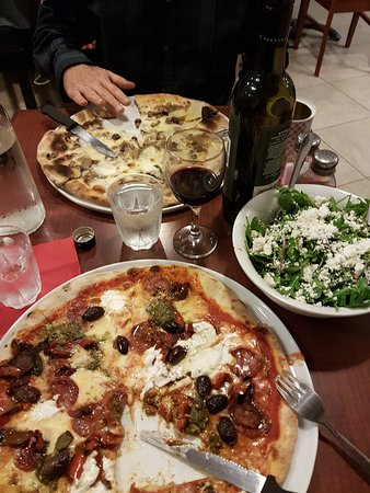Maylands, Australia: our pizzas and table setting.