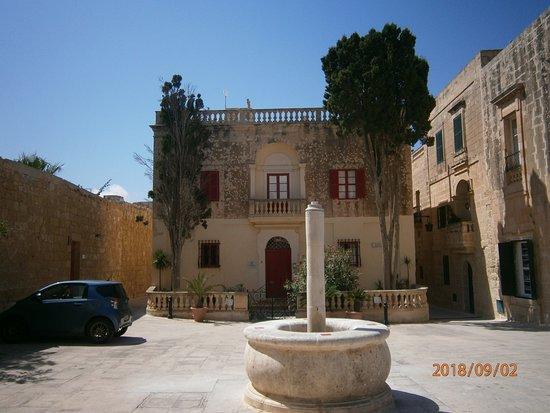 Mdina Old City: Square in Mdina
