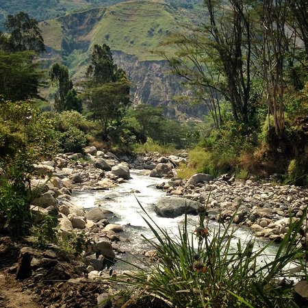 Eco Quechua Lodge: Located Just across the river, down and away from the noise of town