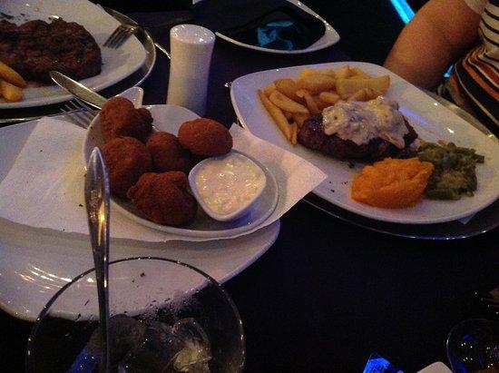 Summerstrand, جنوب أفريقيا: Steak vegetables and deep fried mushrooms