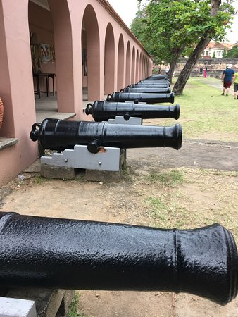 Fort Jesus Museum: Line of cannons