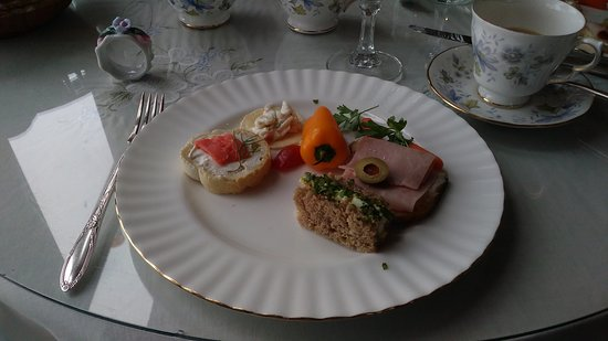 Benjamin Young Inn: Finger sandwiches. I had already eaten a couple of them when I took the photo.