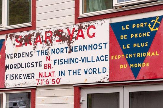 Skarsvag, Norwegia: Il porto pescatori con il ristorante