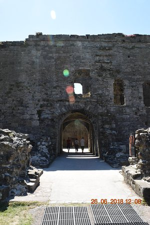 ‪‪Beaumaris Castle‬: The main castle gateway‬
