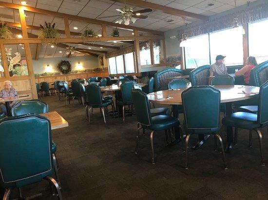 Albert Lea, MN: Interior of Trumble's Restaurant (at before usual dinnertime)