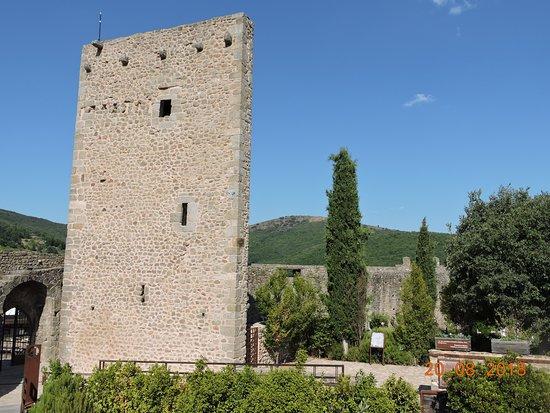 San Martin del Castanar, Spain: Cementerio en el castillo