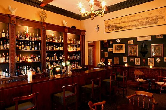 Ballyseede Castle: Pappy's Bar