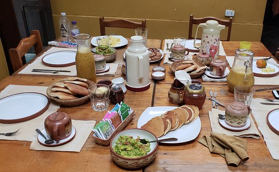 Quellomayo, Peru: That's the breakfast spread they offered us..