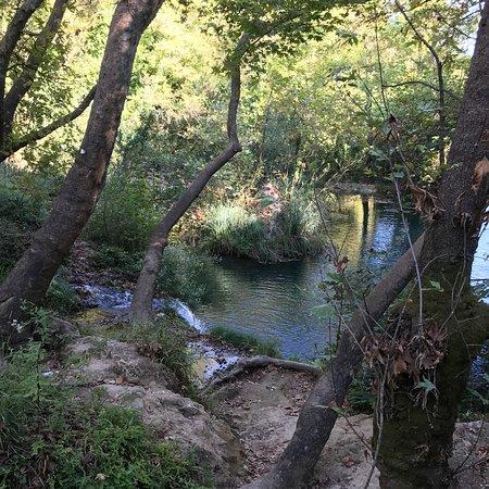Kursunlu Waterfalls : Воздух хороший , соснами пахнет , вход 14 лир. Ещё раз туда не поеду