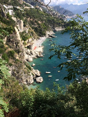 Vettica, Italia: View from the road down to the coastline