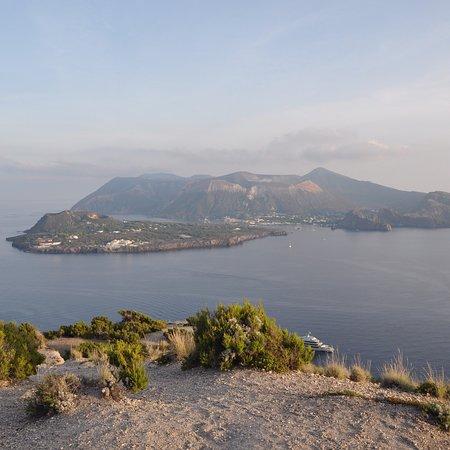 Osservatorio Geofisico di Lipari: photo1.jpg