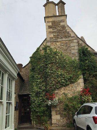 Colesbourne, UK: entrance to restaurant