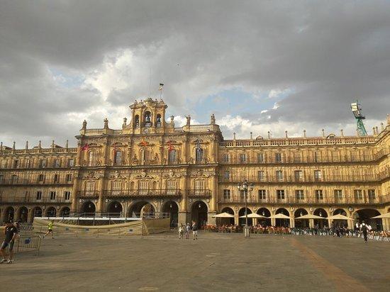 Salamanca's Plaza Mayor: 20180918_183724_large.jpg