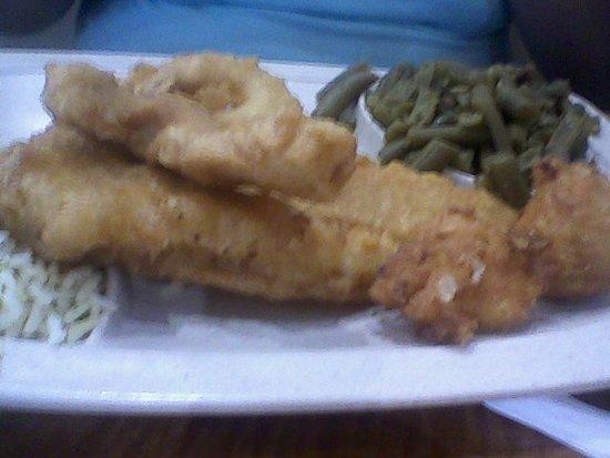Lenoir City, TN: The Fish, Chicken and Shrimp Trio, pretty good overall