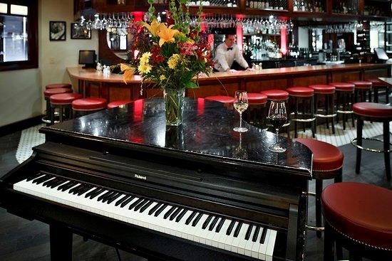 Char Restaurant: Piano Bar, live music nightly