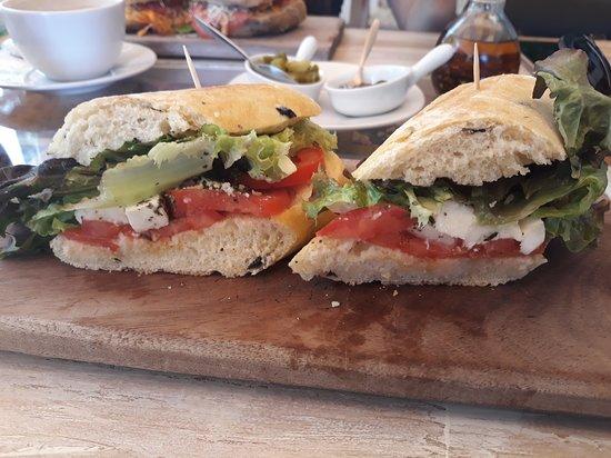 El Gourmet: Variedad de sandwiches