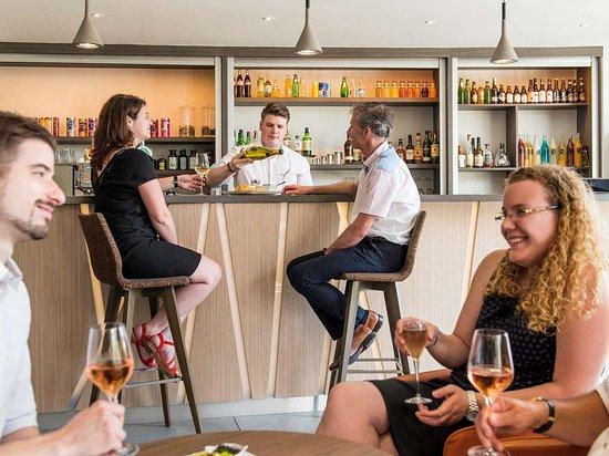 Lacroix Saint Ouen, France: Bar Lounge