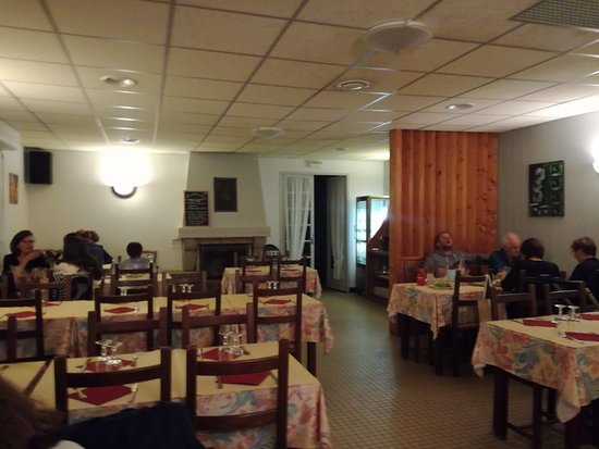 Chateauneuf du Faou, France: Tipica trattoria