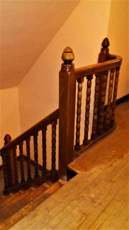 Red Rock, Canada: Historic real wood railings