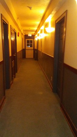 Red Rock, Canada: hallway with an outside deck at the end through the door