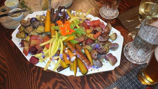 New London, Canada: Beautiful platter of fall vegetables