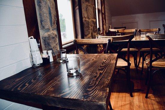 Attirant Cafe Ohana: Table étage