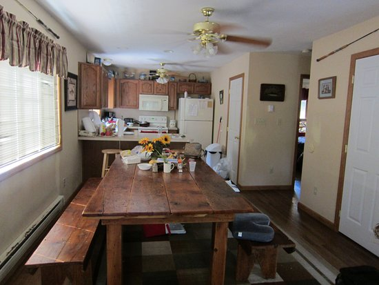 Albrightsville, PA: Best thing in the house is this dining table and a pool table downstairs.