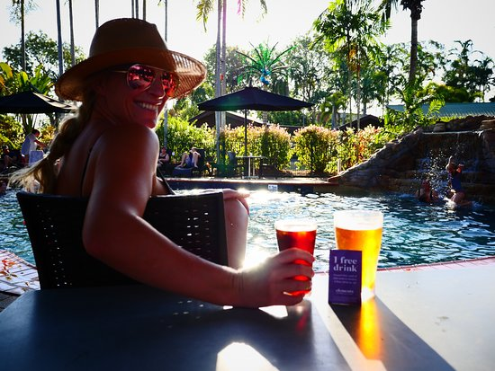 Holtze, Austrália: Cold beers at the Pool Bar!