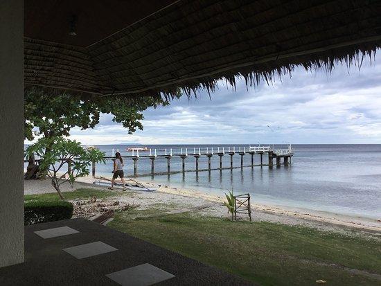 Bluewater Sumilon Island Resort: ボート乗り場の桟橋