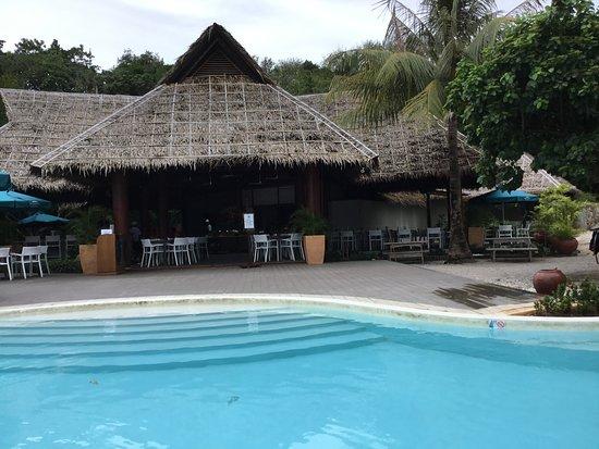 Остров Сумилон, Филиппины: レストランとプール