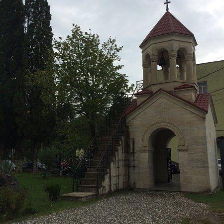 Senaki, Georgia: Сенакский храм. Находится в центре города. В воскресенье гуляли по городу и зашли. Было много на