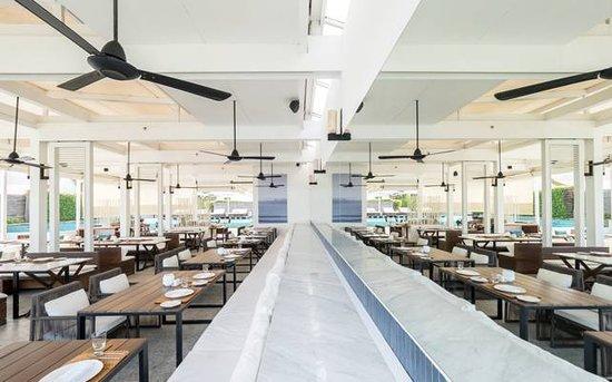 Oceanside Beach Club & Restaurant: Dining room.