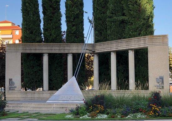 Monumento a La Paz en Huesca