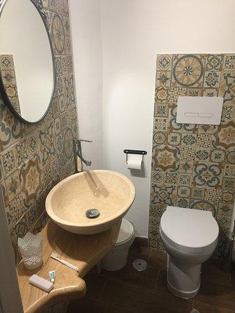 Caselle in Pittari, Italy: Il bagno della mia stanza, spettacolare!