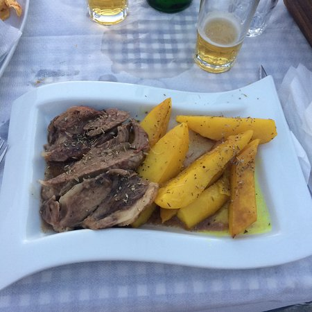 Taverna To Kastro: agnello