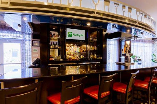 Holiday Inn Houston - Webster: Bar/Lounge