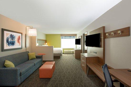 Columbus, NE: Guest room