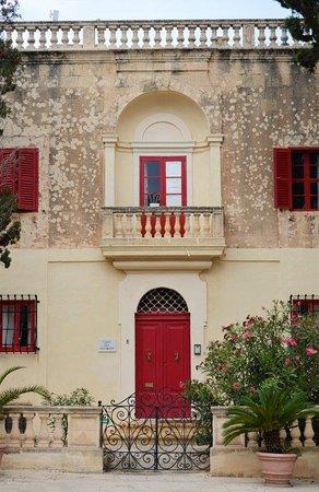 Mdina Old City: beautiful façades