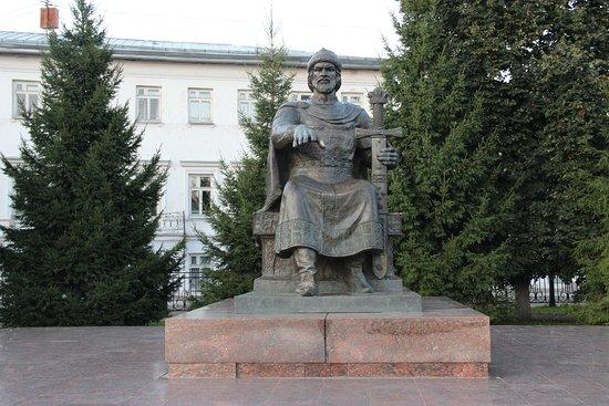 Yuriy Dolgorukiy Monument: Памятник Юрию Долгорукому