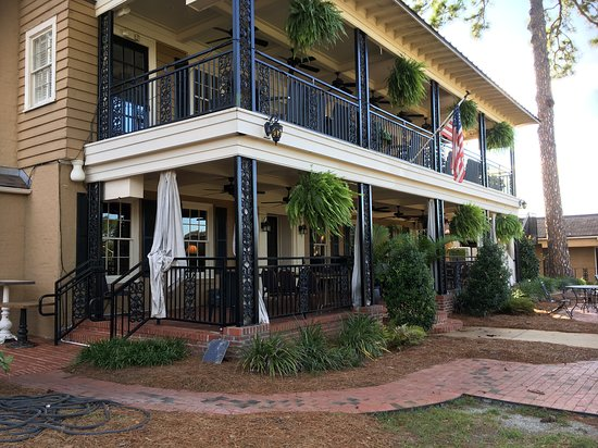 Merry Acres Inn: Front side, the Pub
