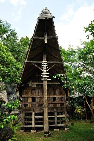Sidan, Indonesia: ....die Häuser hier auf und nachgebaut