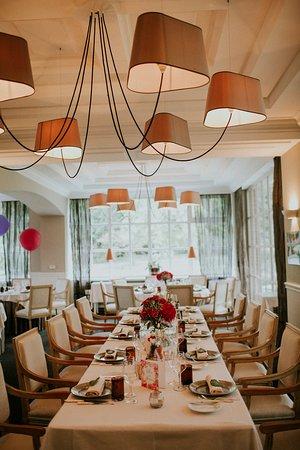Kleinbettingen restaurant chandeliers line sports betting
