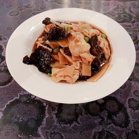 Royal Lys d'Or - Les Cinq Saveurs : Poulet aux champignons noirs et pousses de bambou