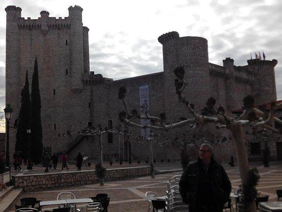 Torija, إسبانيا: Castillo de Torija desde el exterior, se puede visitar el interior. Está muy bien restaurado.