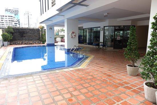 Tai-Pan Hotel: Pool and gym